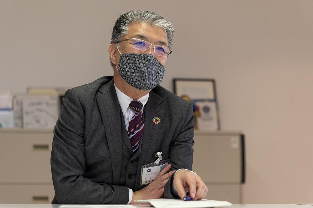 Mr. Yoshimoto is talking.